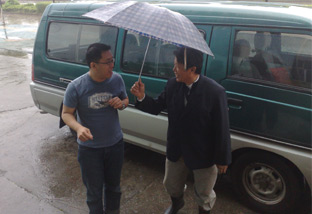 Plant manager Mr. Ling giving me a warm welcome to his factory.