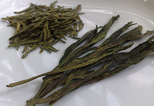 Two of the fresh green teas that I have brought back with me from China: Pre-Qing Ming harvested Dragonwell (L) and Taiping Houkui (R). They look and taste great despite the bad weather.