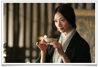 A critical scene from Red Cliff where Xiao Qiao shows Cao Cao how to appreciate the tea liquor and the aroma in the tea ceremony. Notice her gracefulness and poise.