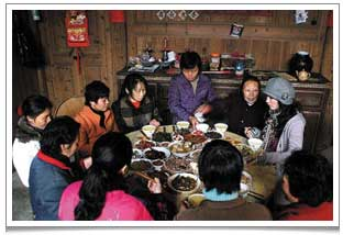 A tea banquet ceremony called Bai Cha (摆茶 'tea spread') has been practised for thousands of years by the female peasants of Wu Tun (吴屯) where fresh tea leaves are pan-fried and brewed.