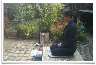 Our valued tea artisan, Nhi, joined us for medTEAtation this summer.