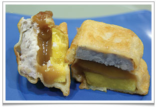 My mom's Nian Gao 年糕 glutinous rice cakes to usher in the new year and deviously designed to sweeten the lips of the kitchen god.  In this recipe, the nian gao pieces are sandwiched between slices of yam before coating in a batter and deep-fried.